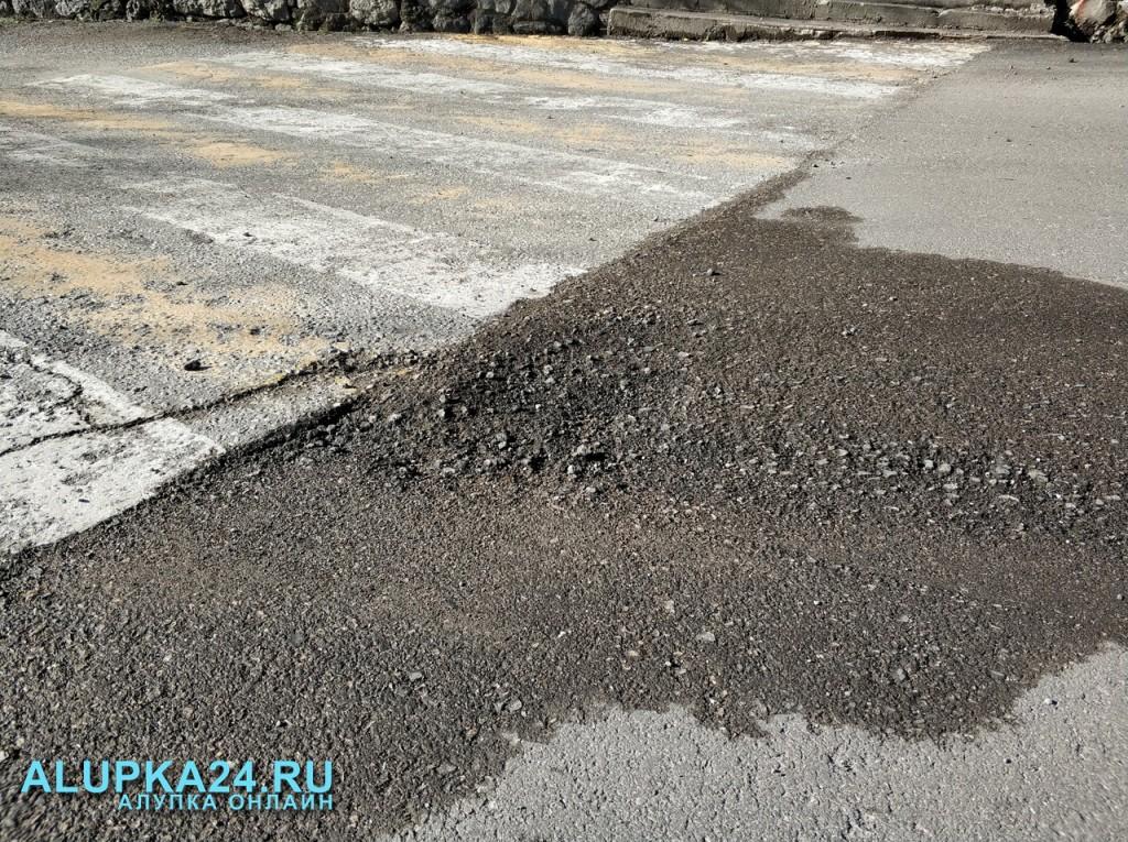 В Алупке новая дорога не продержалась и месяца 4
