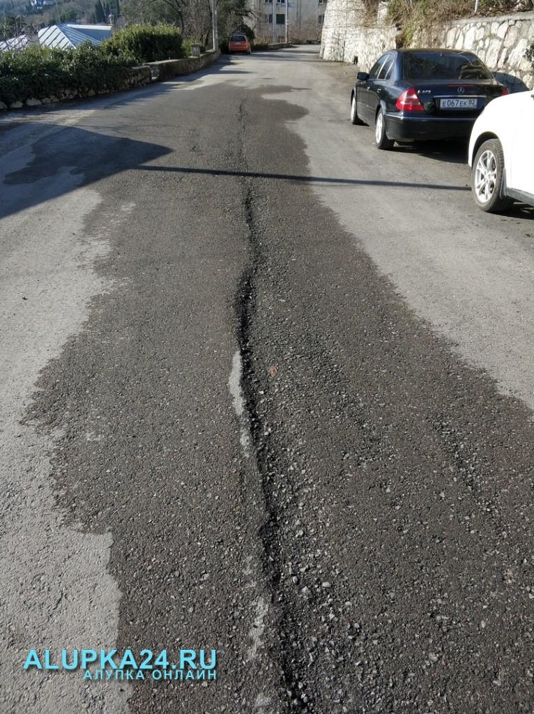 В Алупке новая дорога не продержалась и месяца