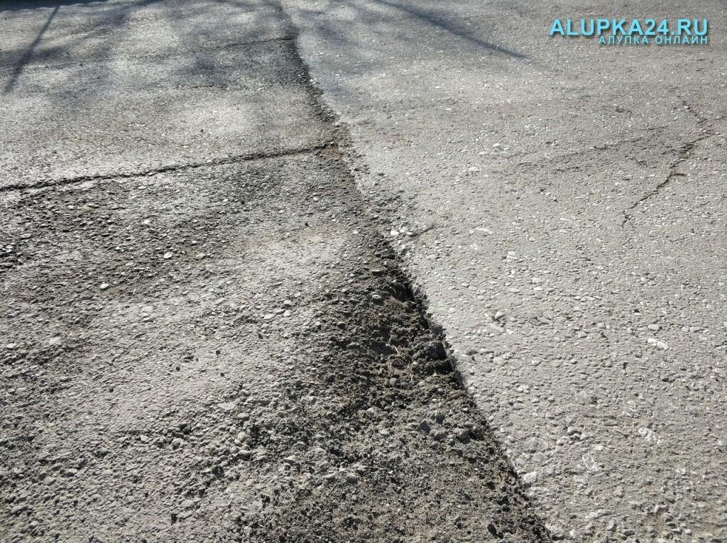В Алупке новая дорога не продержалась и месяца 7