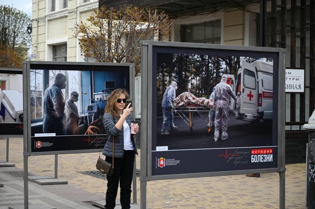 В Крыму открыли фотовыставку «История болезни» о врачах, сражающихся с пандемией 5